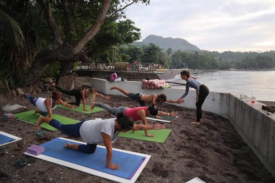 allyson anatra travel yoga teacher instructing class by the beach philippines