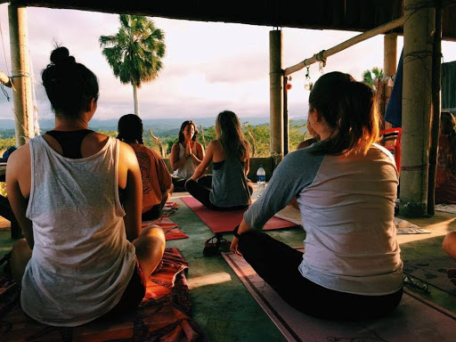 allyson anatra travel yoga teacher namaste hands yoga class in dominican republic