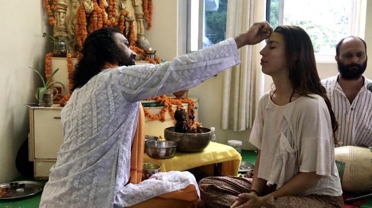 allyson anatra travel yoga teacher india blessed by guru in ashram